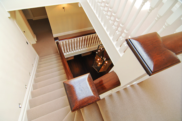 traditional closed string stair