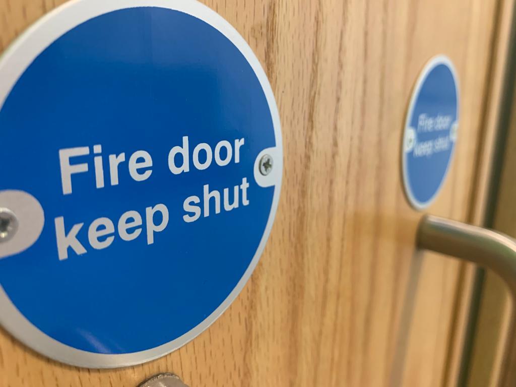 'Fire door keep shut' sign on fire door